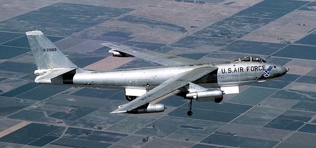 """B-47 - ursprüngliche Anforderung aus den 40ern:sollte von den USA aus Deutschland angreifen können(via <a href=""""http://commons.wikimedia.org/wiki/File:B47_DF-ST-88-01015.jpg"""">commons.wikimedia.org</a>)"""
