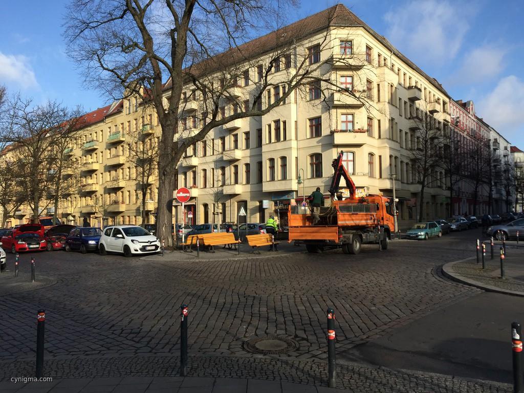 Solange der Bezirk noch neue Banken äh Bänke spendiert, kann Berlin nicht wirklich pleite sein. #imdf