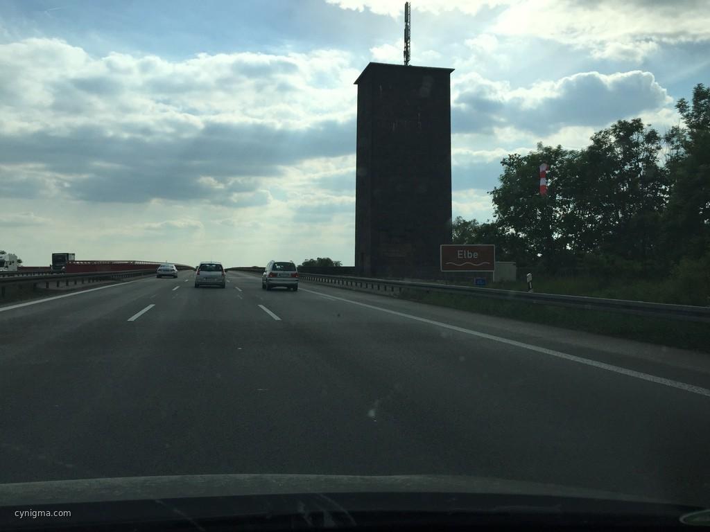 Eine Stunde hinter Berlin und eine Stunde vor Eisenberg - Elbe, tschekk!