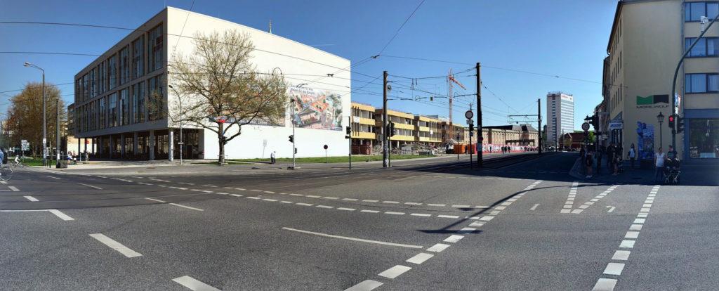 in se city: die offenbar aufgemotzte Stadt- und Landesbibliothek, der zum Abschuss freigegebene FH-Bau, das ehemalige Interhotel (v.l.n.r.)